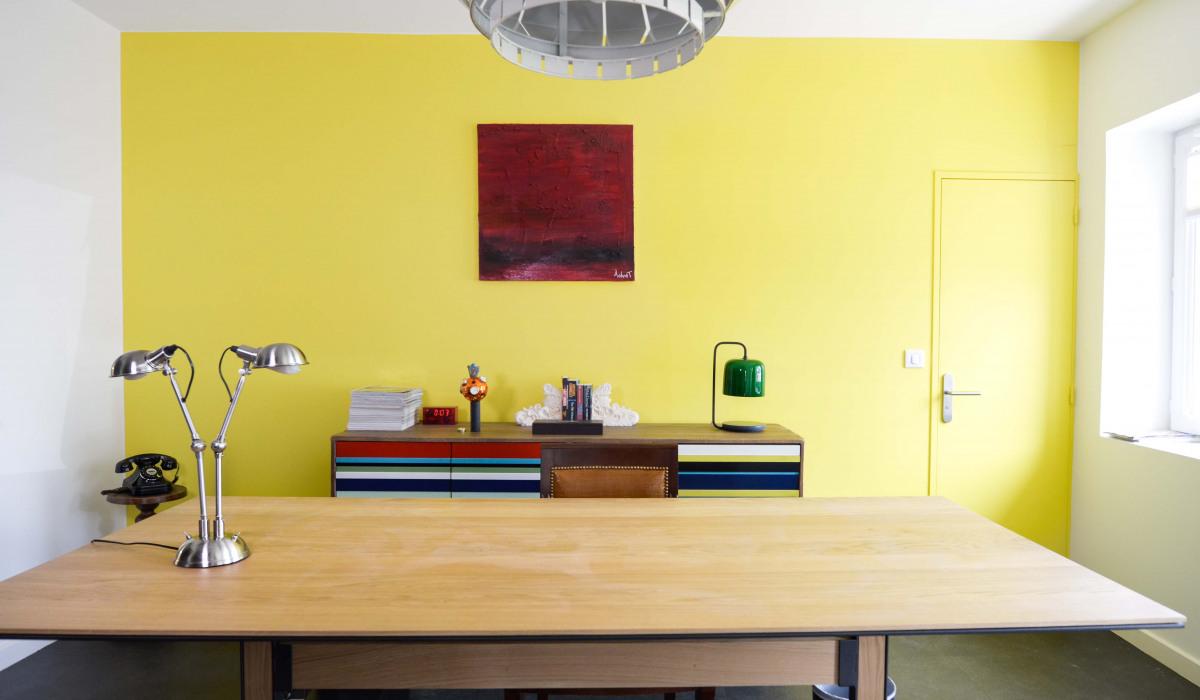 bureau jaune.jpg
