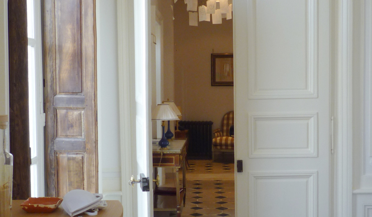 P05.Room1 towards entrance.JPG