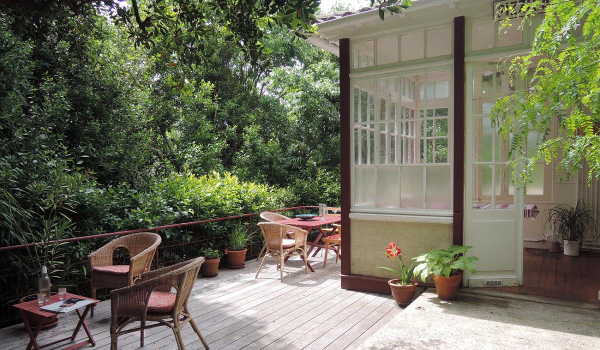 B.Chounet-architecte - arcachon-renovation-terrasse-bois-plantes-veranda.jpg