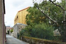 La maison derrière le mur