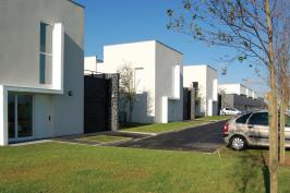Trois maisons