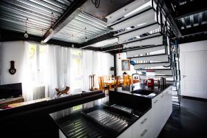 8-escalier cuisine.jpg
