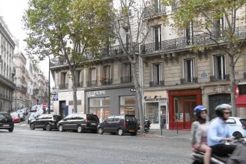 Les opticiens Malesherbes - 1 - vue sur facade loin - Renaud Schwartz.jpg