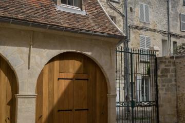 Huit logements dans un hôtel  particulier du XV e siècle