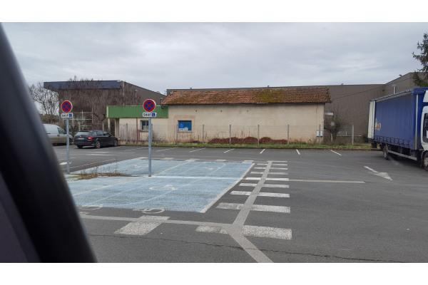 Bâtiment industriel à Le Bugue