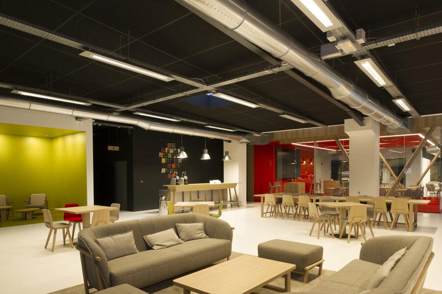 Projet SHOWROOM D'UNE ENTREPRISE INDUSTRIELLE réalisé par un architecte Archidvisor
