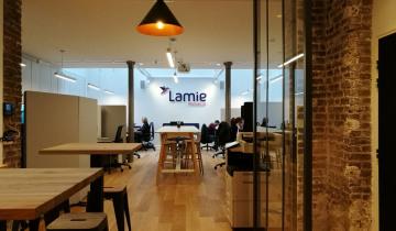 Rénovation lourde de bureaux d'une entreprise émergeante